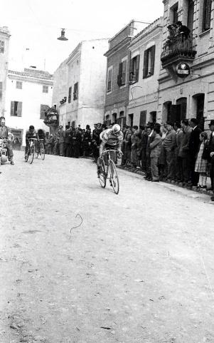 Carrera ciclista pel carrer Nou, anys 50?