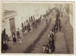 Processó 1949. Podria ser El Corpus? Col·l. Carlos Pons publicada per Carlos Pons a FOTOS ANTIGUAS DE MENORCA